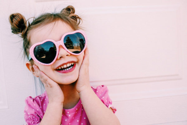 cute-toddler-girl-in-sunnies_t20_P1x07y